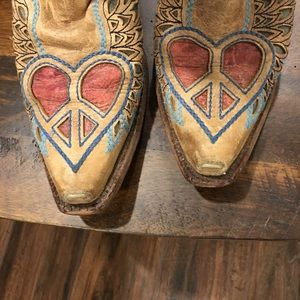 Corral Shoes - Corral leather heart & wings cow girl boots.